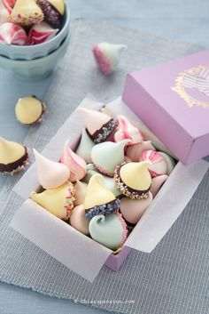 ricetta per fare le meringhe colorate. Meringue kisses