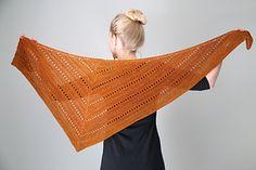 aeris latin for copper is an asymmetrical triangular wrap that takes