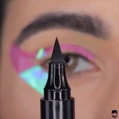 Eyeliner Hacks Tutorial Super easy winged liner tutorial by Luis. - Eyeliner Hacks Tutorial Super easy winged liner tutorial by Luisa Simone - Eyeliner Hacks, Eyeliner Make-up, Eyebrow Makeup Tips, Makeup Eye Looks, Eye Makeup Steps, Skin Makeup, Makeup Art, Eyeshadow, Tips For Eyeliner