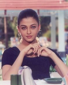 Thank to for this beautiful improvised vintage picture Aishwarya Rai Young, Aishwarya Rai Pictures, Aishwarya Rai Photo, Actress Aishwarya Rai, Indian Bollywood Actress, Aishwarya Rai Bachchan, Bollywood Girls, Beautiful Bollywood Actress, Most Beautiful Indian Actress
