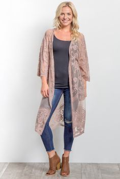 Perfect for this upcoming season, this boho chic kimono is everything you could want and more. With its delicate lace mesh, this scalloped kimono pairs beautifully with so many outfits. Style with a basic sleeveless top, skinny jeans and sandals for a complete look.
