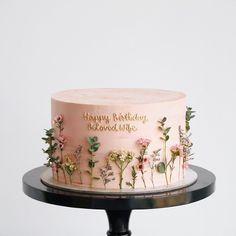 Lovejkaustralia on check out this stunning cake! we so love the dainty flowers nanacakeboutique cakes cake cakestagram cutecake 10 wonderful winter bakes Pretty Birthday Cakes, Pretty Cakes, Cute Cakes, Beautiful Cakes, Amazing Cakes, Cakes For Birthday, Flower Birthday Cakes, Birthday Cake Designs, Birthday Cake Decorating