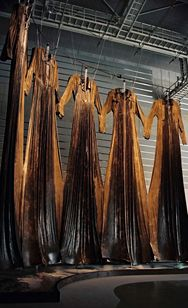 Chiharu Shiota  塩田千春  2008年度 | 2000年代 | 過去の展覧会 | 展覧会 | NMAO:国立国際美術館
