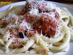 Κερκυραϊκή παστιτσάδα #sintagespareas Rigatoni, Greek Recipes, Different Recipes, I Love Food, Macaroni, Catering, Cabbage, Spaghetti, Food And Drink