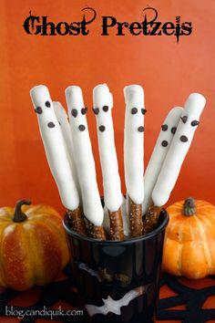 Easy Halloween Ghost Pretzels | @Miss CandiQuik