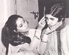 Ab Tak Bachchan | Yet another classic.. Jaya Bachchcan combing hubby | Celebrity Photos
