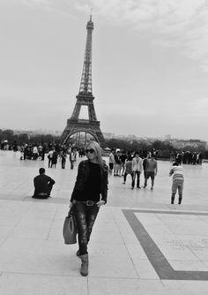 #paris #streetstyle #style #blog Style Blog, Paris Skyline, Tower, Street Style, Travel, Rook, Viajes, Computer Case, Urban Style