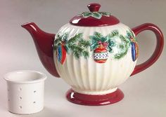 Pfaltzgraff Holiday Garland Teapot & Lid with Infuser