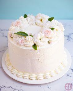 Mother Birthday Cake, Sweet 16 Birthday Cake, Happy Birthday Cakes, Buttercream Flower Cake, Cake Icing, Fancy Cakes, Mini Cakes, Elegant Desserts, Cake Decorating Videos