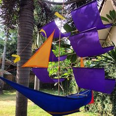 This is a floating boat! #upsticksandgo #boats #kites #localart #lombok #indonesia #instagood #travelgram #artmarket #travelphotos #travellingtheworld | Flickr - Photo Sharing!