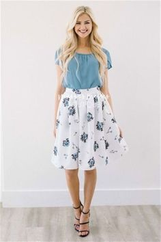 Cool 34 Best Spring Work Outfits with a Floral Top http://outfitmad.com/2018/04/01/34-best-spring-work-outfits-with-a-floral-top/