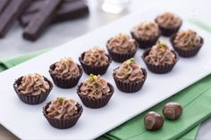 I cioccolatini al fondente con crema di mascarpone sono delle raffinate praline farcite, perfette ome regalo goloso.
