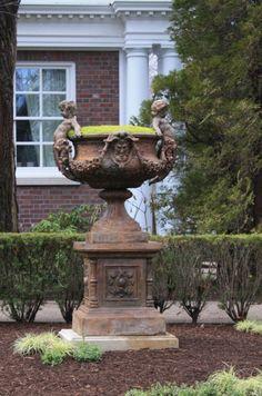 Finnegan Gallery - Mott Garden Urn on Base Garden Urns, Garden Planters, Roman Garden, Vertical Garden Design, Gothic Garden, Garden Structures, Garden Ornaments, Small Gardens, Garden Inspiration