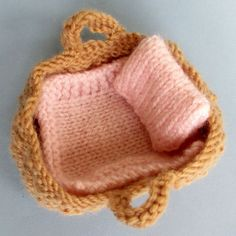 Tiny Baby Doll in a Basket Crib Knitting pattern by Dollytime – Knitting Patterns Toys