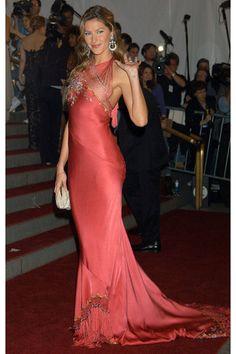 Gisele Bundchen Fashion Photos - Gisele Bundchen's Most Stylish Looks - Elle