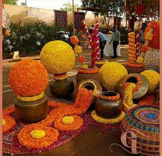 19 Trending DIY Mehndi Decoration Ideas for Mehndi Ceremony at Home Diy Mehndi Decorations, Wedding Hall Decorations, Marriage Decoration, Backdrop Decorations, Festival Decorations, Flower Decorations, Desi Wedding Decor, Wedding Mandap, Décor Ideas