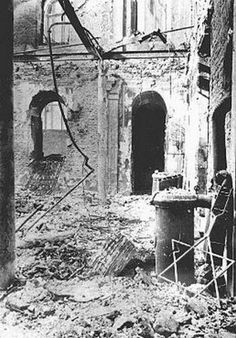 Ruines de la synagogue séfarade Cahal Grande après le passage des légionnaires 1941
