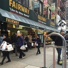 As far as grocery stores go, literally no neighborhood in NYC rivals the UWS. First of all, Fairway. | 25 Reasons The Upper West Side Is The Best Neighborhood In NYC