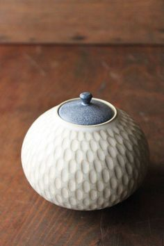 Beautiful little ceramic container by South Western Japanese ceramist Mayumi Yamashita. Will definitely revisit her work.