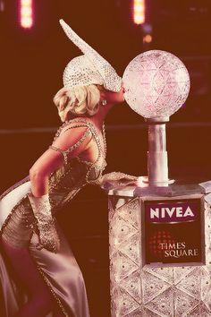 Photo of Lady Gaga for fans of Monsterka & leonchii 32507643 Lady Gaga News, Lady Gaga Joanne, Lady Gaga Photos, Ga Ga, White Women, Photography Poses, Amazing, Affair, Idol
