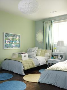 This teen bedroom, designed by Sarah Richardson, is a stylish space perfect for two siblings. Twin beds flank a painted antique nightstand that both sisters can reach while the cool blue and green palette visually brightens the space. Beach Bedroom Decor, Small Room Decor, Bedroom Ideas, Bedroom Photos, Bedroom Inspo, Sarah Richardson, Teenage Girl Bedrooms, Teen Bedroom, Tween Beds