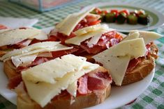 Open-faced ham and cheese tapas-style sandwiches Appetizer Recipes, Snack Recipes, Appetizers, Snacks, Spanish Cuisine, Spanish Food, Spanish Dinner, Spanish Cheese, Spanish Kitchen
