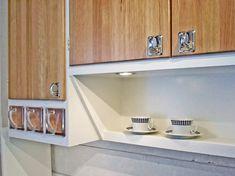 retrokök Vintage Housewife, Compact Kitchen, Mini Kitchen, Interior Decorating, Interior Design, Country Kitchen, Kitchen Remodel, New Homes, Kitchen Cabinets