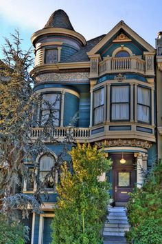 San Francisco Victorian, turret, balcony, bay window--and those colors.  I love everything about it.