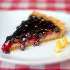 Lemon Blueberry Tart - a buttery graham crumb crust gets filled with a tart & sweet lemon filling & topped with a delicious, easy to make blueberry compote. Rock Recipes, Tart Recipes, Healthy Recipes, Just Desserts, Delicious Desserts, Yummy Food, Lemon Desserts, Pie Dessert, Dessert Recipes
