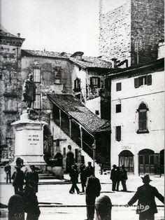 Un tempo .... Piazza vecchia  era Piazza Garibaldi - la statua di Garibaldi è ora in Città bassa: la  Rotonda dei Mille