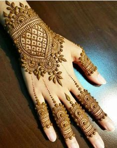 Simple Floral Mehndi Design Mehndi henna designs are always searchable by Pakistani women and girls. Women, girls and also kids apply henna on their hands, feet and also on neck to look more gorgeous and traditional. Henna Hand Designs, Dulhan Mehndi Designs, Mehandi Designs, Mehndi Designs Finger, Full Hand Mehndi Designs, Mehndi Designs For Beginners, Mehndi Designs For Girls, Bridal Henna Designs, Beautiful Henna Designs