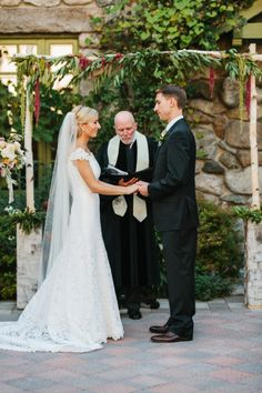 A beautiful outdoor ceremony: http://www.stylemepretty.com/little-black-book-blog/2014/12/29/rustic-elegance-at-willowdale-estate/ | Photography: Erin McGinn - http://www.erinmcginn.com/