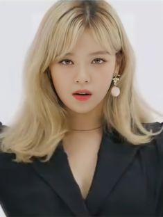 Kpop Girl Groups, Korean Girl Groups, Kpop Girls, Twice Jungyeon, Twice Kpop, Moda Kpop, Blonde Asian, Twice Album, Twice Jihyo