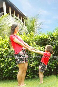 A blusa é de malha, muito gostosa de se usar. Os shorts tem elástico na cintura. Modelo bem verão. Acompanha faixa de cabelo da criança. Informações importantes: 1* Prazo para confecção dos vestidos: 10 a 15 dias úteis. Tamanhos Adulto: P (34,36) M (38,40) G (42,44) GG (46,48) Tamanhos Infantil: P/M/G/1/2/3/4/5/6 R$ 235,00