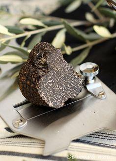 Truffe! Diamant noir du #Vaucluse #Provence http://www.provenceguide.com/fetes-terroir/truffe~~/offres-17-1.html