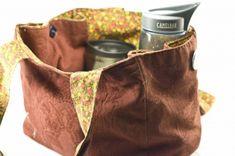 Free Sewing Pattern: Shop 'n' Ride Tote – Craft Leftovers Sewing Hacks, Sewing Crafts, Sewing Projects, Sewing Ideas, Sewing Patterns Free, Free Sewing, Free Pattern, Purse Tutorial, Diy Purse