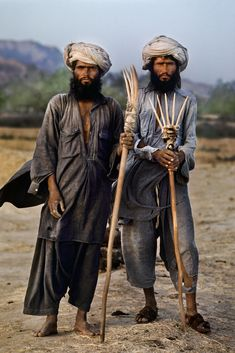 Steve McCurry, The eorld at work, Many find their identity in the. Steve Mccurry Portraits, Steve Mccurry Photos, We Are The World, People Around The World, Ansel Adams, Steeve Mc Curry, Pakistan, World Press Photo, Afghan Girl