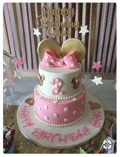 Minnie Mouse First Birthday Party - Parties With A Cause Do you have a baby girl turning one? Think about a Minnie Mouse theme for her first birthday party. Minni Mouse Cake, Bolo Da Minnie Mouse, Minnie Mouse Birthday Cakes, Minnie Mouse Party, Mouse Parties, Minnie Mouse Cake Topper, Minnie Mouse Pink, Minnie Mouse Cake Design, Mickey Mouse Pinata