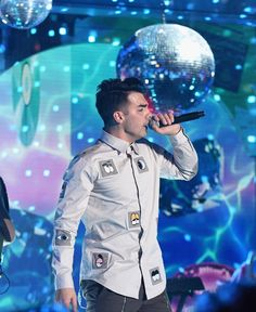 DNCE performs on stage at the 2015 Nickelodeon HALO Awards
