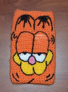 Funda para celular o iPod de Garfield a crochet.