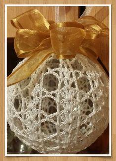 Christmas Tree Baubles, Crochet Christmas Ornaments, Christmas Crochet Patterns, Angel Ornaments, Ball Ornaments, Christmas Crafts, Christmas Decorations, Thread Crochet, Crochet Projects