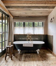 Soho Farmhouse Interiors, Best Bathtubs, House Property, Outdoor Living Rooms, Country Interior, Soho House, Guest Bathrooms, Treatment Rooms, Bathroom Inspiration