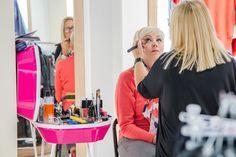 Dzięki firmie AVON, w wybranych salonach QUIOSQUE, klientki mogły skorzystać z możliwości wykonania bezpłatnego makijażu. #cancer #brestcancer #health #fashion #QSQ #make-up