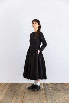YAECA ビッグタックドレス ブラック Modest Long Dresses, Modest Casual Outfits, Simple Outfits, Modest Fashion, Fashion Outfits, Womens Fashion, Japan Fashion, Kawaii Fashion, Monochrome Fashion