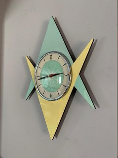 Formica Wall Clock from Royale Midcentury Atomic Vertical | Etsy Mid Century Modern Decor, Mid Century Design, Modern Clock, Mid-century Modern, Cool Clocks, Unusual Clocks, Retro Clock, Vintage Clocks, Atomic Decor