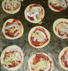 Moje pyszne, łatwe i sprawdzone przepisy :-) : Pizzerinki-puszyste i wspaniałe, mini pizze :-) Pancakes, Breakfast, Food, Morning Coffee, Essen, Pancake, Meals, Yemek, Eten