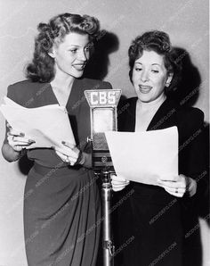 photo candid Rita Hayworth Gracie Allen CBS Radio broadcast 2715-05