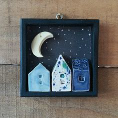 Unique and creative table of these small ceramic houses with crescent moon. - Unique and creative table of these small ceramic houses with crescent moon. Diy Clay, Clay Crafts, Crafts To Make, Arts And Crafts, Ceramic Pottery, Pottery Art, Ceramic Art, Pottery Houses, Ceramic Houses