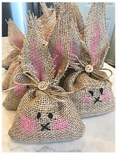 18 Easter Crafts for Kids that You'll Also Enjoy! Bunny Crafts, Easter Crafts For Kids, Easter Party, Easter Gift, Easter Table, Easter Treats, Burlap Crafts, Fabric Crafts, Burlap Projects