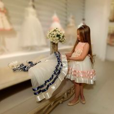 #moda#kidsdress#gils#trendy#boutiquedress#kidsdesign#mialora#mialorakids#mialoracouture#mialoraboutique#kidstrend#istanbul#showroom#childrencouture#fashion#abiyeelbise#şıkelbise#chicdress#luxurykids#elegantdress#luxurybrands#princessdress#flowersgirldress#
